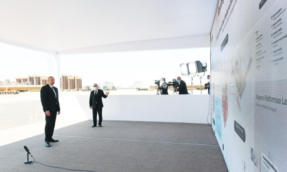 """İlham Əliyev """"Qarabağ"""" yatağının dayaq blokunun dənizə yola salınması mərasimində — FOTO"""