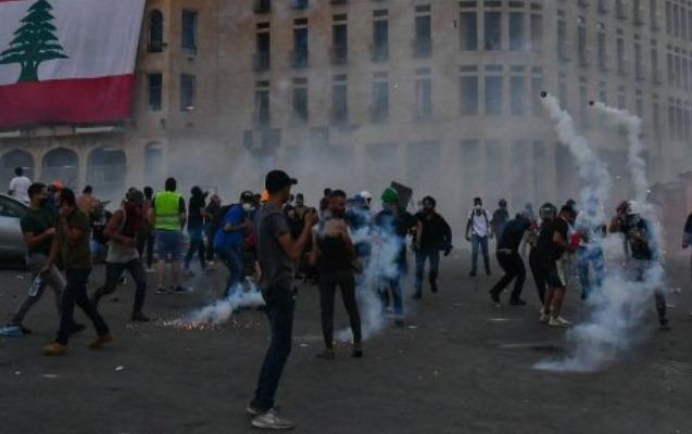 Beyrutdakı nümayişçilər parlament sarayına girməyə çalışır