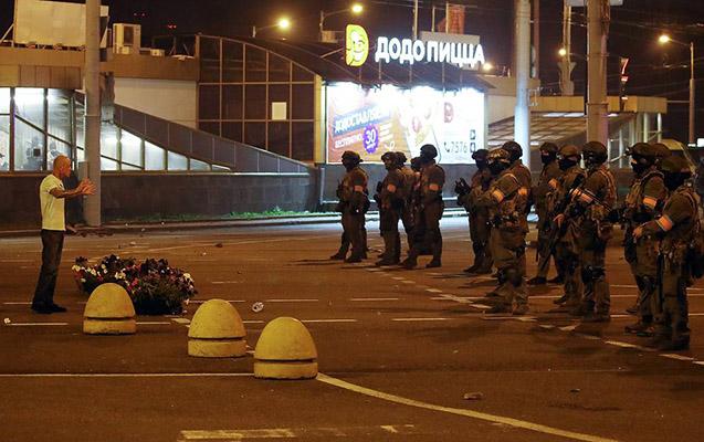 Belarusda aksiyalar zamanı 103 polis yaralanıb
