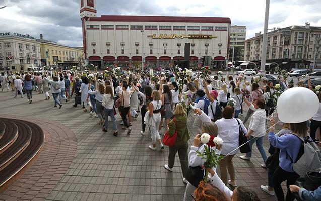 Minskdə etirazçılar Qələbə meydanına toplaşdı