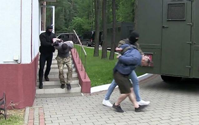 Minsk saxlanılan 32 rusiyalını Moskvaya təhvil verdi