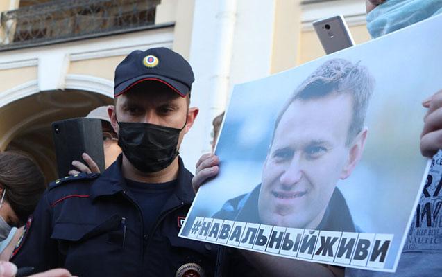 Ailəsi Navalnıyın Almaniyada müalicə olunmağını tələb edir