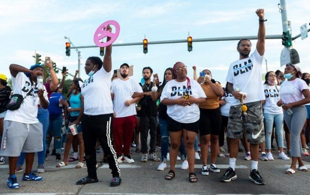 ABŞ-da daha bir afroamerikalı öldürüldü, iğtişaşlar başladı