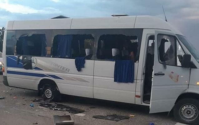 Ukraynada müxalifətçilərin olduğu avtobus atəşə tutuldu