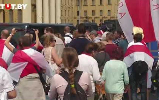 Minskdə etirazçılarla güc strukturları arasında toqquşma - Video