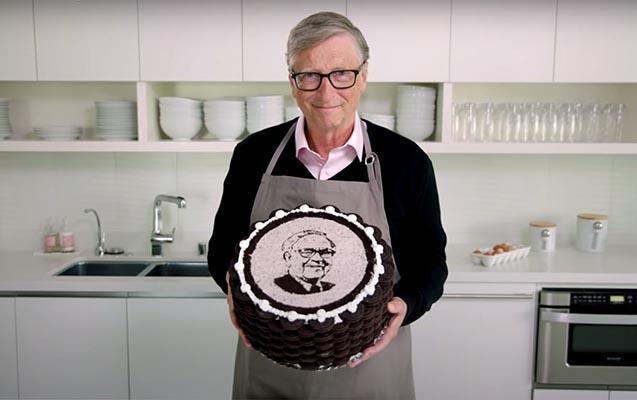 Bill Qeyts Baffet üçün tort bişirdi