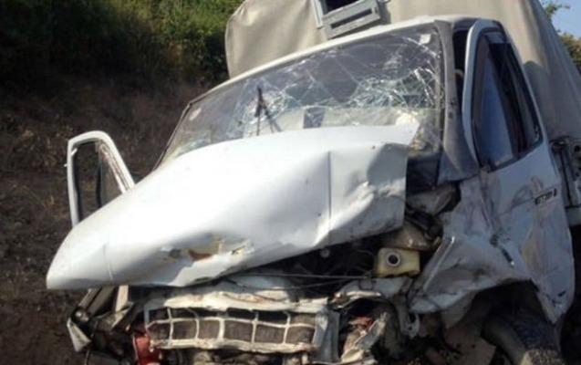 2 avtomobil toqquşdu, kafenin hasarı uçdu