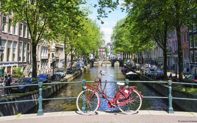 Niderlandda II Dünya müharibəsindən sonra ilk