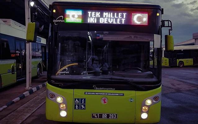 """Türkiyədə avtobuslarda """"Tək millət, iki dövlət"""" şüarı"""