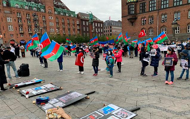 Kopenhagendə Gəncə terroru əleyhinə etiraz aksiiyası keçirildi