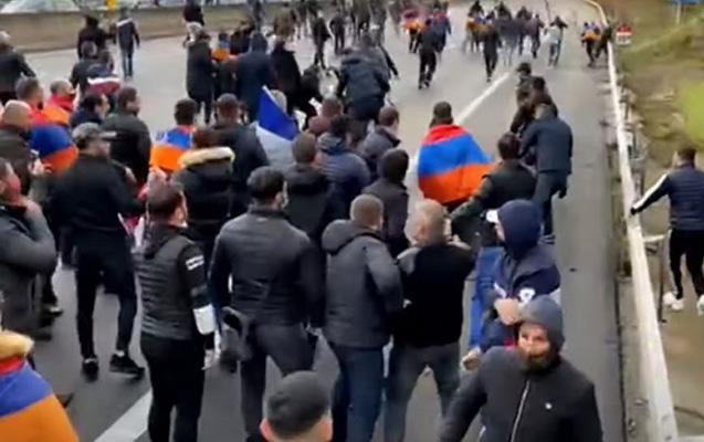 Fransada türklər və ermənilər arasında qarşıdurma