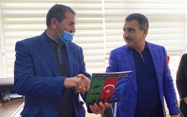 Suqovuşanda Azərbaycan bayrağını qaldıran əsgərə ev verildi