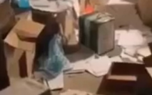 Yerevanda etirazçılar Soros Fondunun ofisini talan etdi
