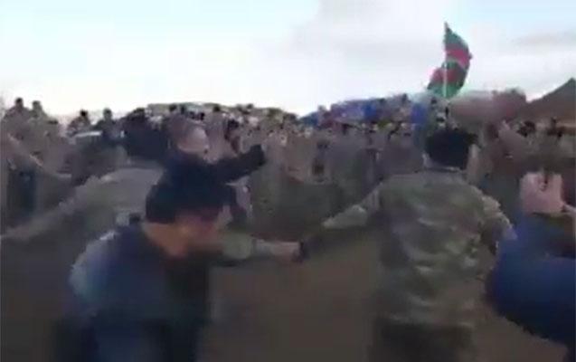 Azərbaycan əsgərləri Cıdır düzündə yallı getdilər - Video