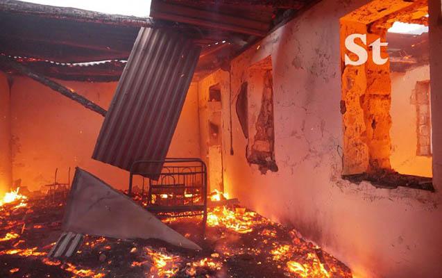 Ermənilər Laçında da evləri yandırır