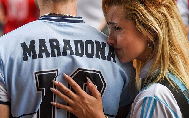 Argentina xalqı Maradona üçün ağlayır...
