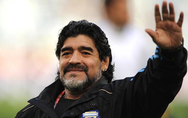 FİFA Maradonaya görə bayraqları endirdi