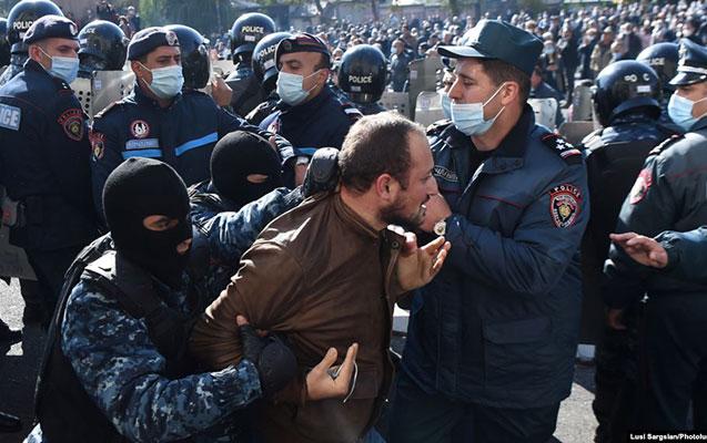 Yerevanda Paşinyanın əleyhinə aksiya keçirənlər saxlanıldı