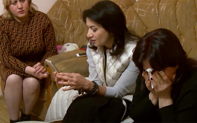 Paşinyanın xanımı ölən əsgərin anası ağlayarkən telefonla oynadı - Foto