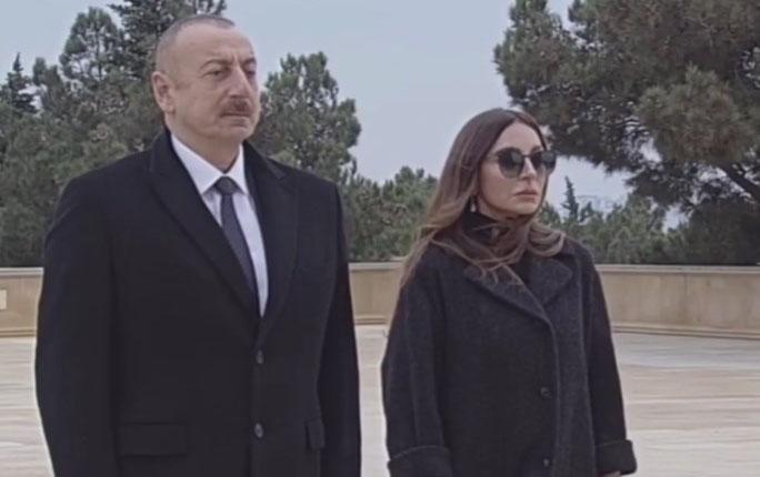 Prezidentlə xanımı Şəhidlər Xiyabanında - Video