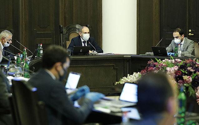 Erməni diplomatlar baş nazir və hökumətin istefasını tələb edirlər