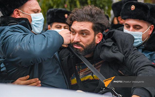 Yerevanda Paşinyanın istefasını tələb edən aksiyaçılar saxlanıldı