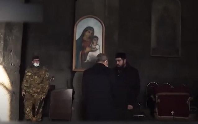 Erməni keşiş Paşinyanla əl sıxmaqdan imtina etdi - Video
