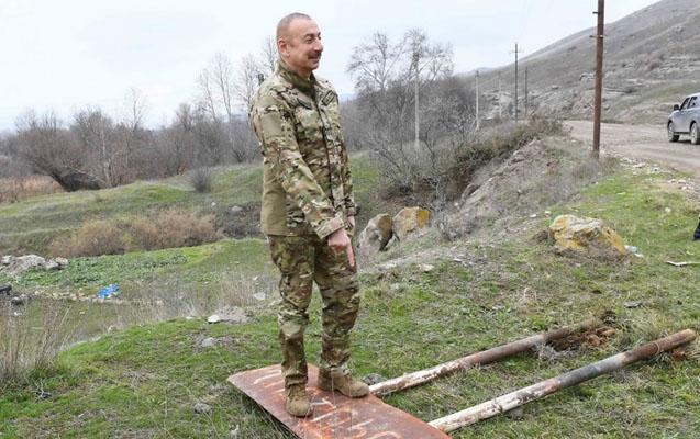 Prezident erməni dilində olan lövhəni sökdürdü