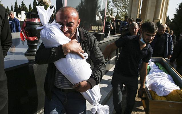 """Gəncə terrorunda çəkilən şəkil """"İlin fotosu"""" seçildi"""