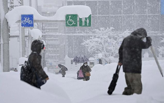 Yaponiyada 60-dan çox insan qar təmizləyərkən öldü