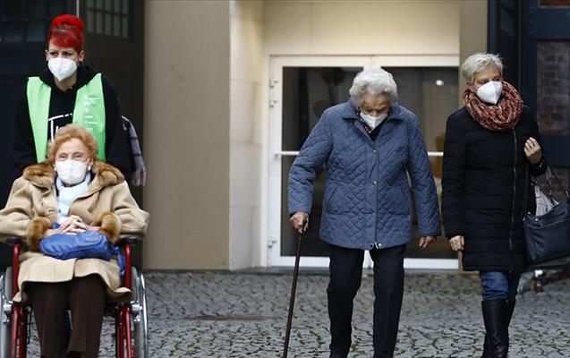Almaniyada son sutkada ölüm sayı 1000-i ötdü