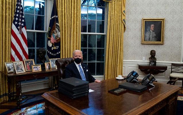 Oval Ofisdəki dəyişikliklərlə siyasi mesajlar verdi