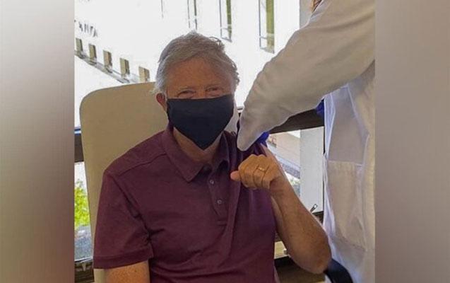 Bill Qeyts koronavirusa qarşı peyvənd olundu