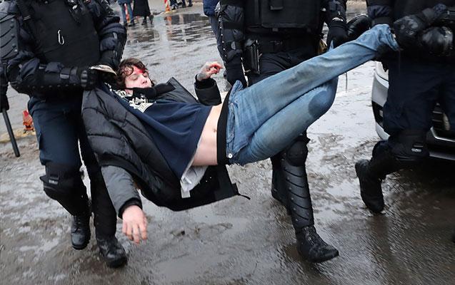 Moskvada polislə qarşıdurma oldu, yaralananlar var