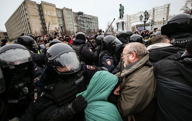 Moskvada mitinqdə iştirak edən 30 nəfər həbs edildi