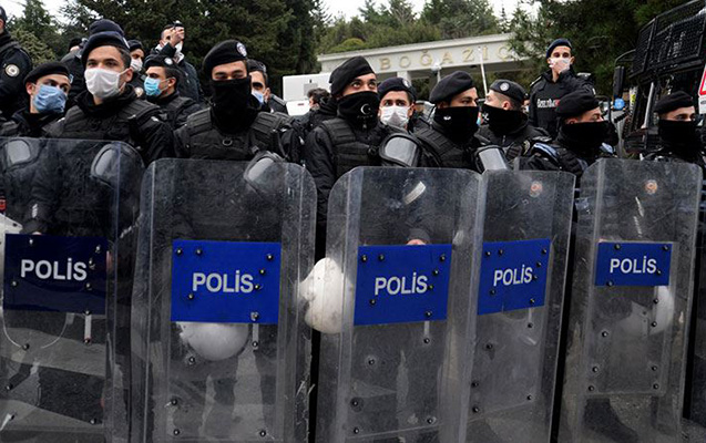 Türkiyədə polis Boğaziçi Universitetinə girdi