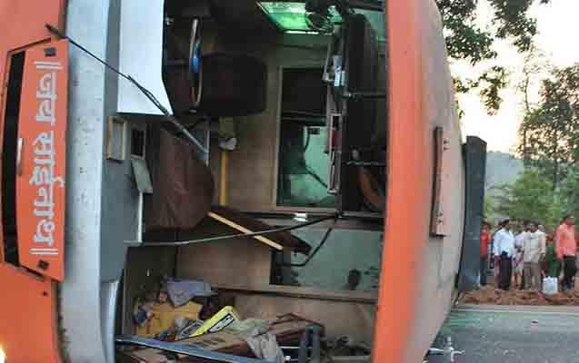 Hindistanda sərnişin avtobusu körpüdən aşdı - 40 ölü