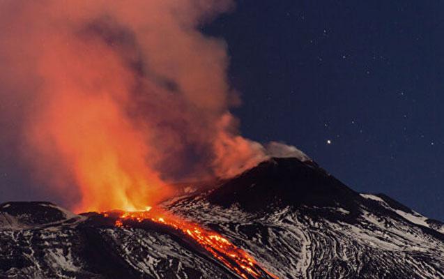 Siciliyada Etna vulkanı oyandı