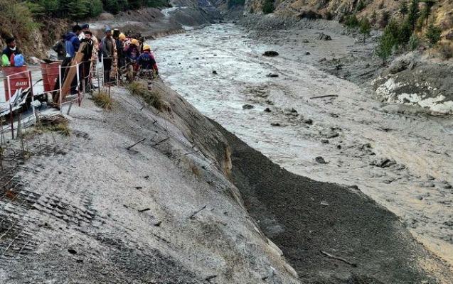 Hindistanda buzlaq sürüşməsi - 60-dan çox ölən var
