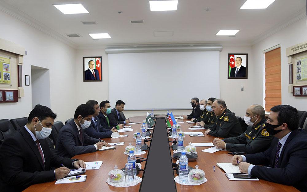 Kərim Vəliyev pakistanlı generalla görüşdü