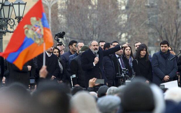 İran Ermənistanda tərəfləri təmkinli olmağa çağırdı