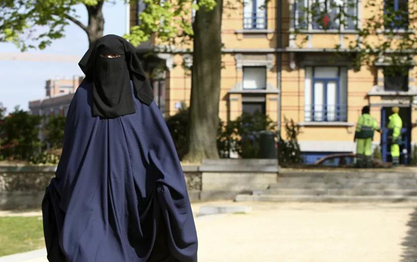 İsveçrə niqab qadağasına görə referenduma gedəcək