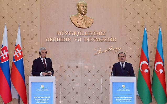 Azərbaycan və Slovakiya XİN rəhbərləri görüşdü