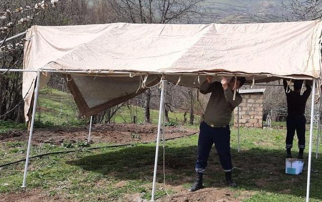 Lerikdə torpaq sürüşməsi oldu, çadır evlər quruldu - VİDEO