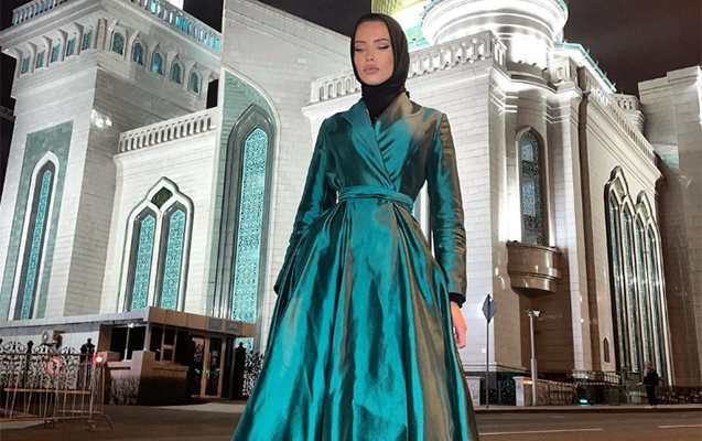 Rus modelin hicabda müsəlmanlara təbriki müzakirə yaratdı