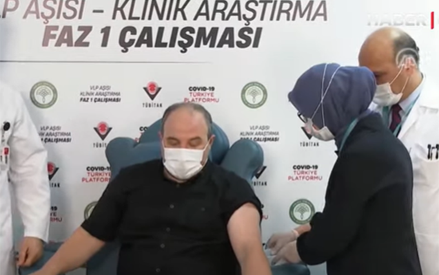 Türkiyəli nazir yerli vaksin vurdurdu