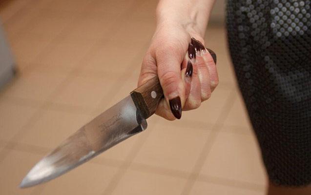 Lənkəranda qadın bacısını bıçaqladı