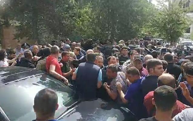 Paşinyanın Sünikə səfəri etirazla qarşılanıb