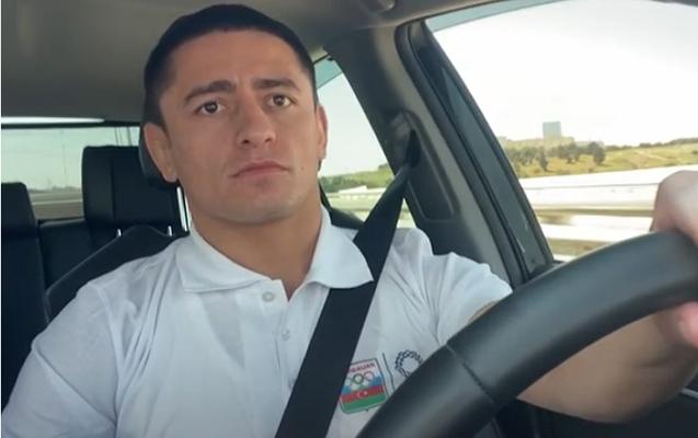 """Rəsul Çunayev """"Toyota""""nın hibrid və benzin modellərini test etdi"""