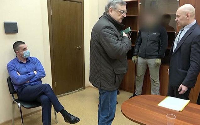 Peterburqda saxlanılan ukraynalı konsul Rusiyanı tərk etdi
